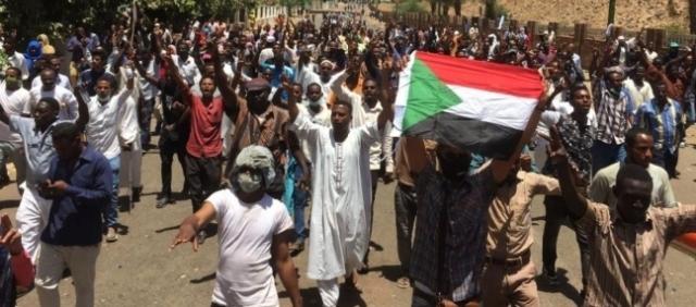 اللجنة الوطنية اللبنانية  لدعم الثورة الشعبية في السودان تدين الاعتداء على المعتصمين وتحيي تمسك الثورة بسلميتها