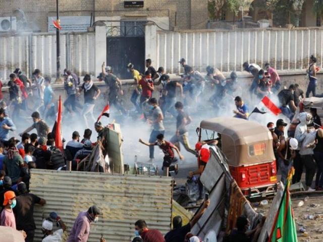 نقابة المحامين في العراق تدين استخدام القوة المفرطة والمميتة ضد المتظاهرين في العراق