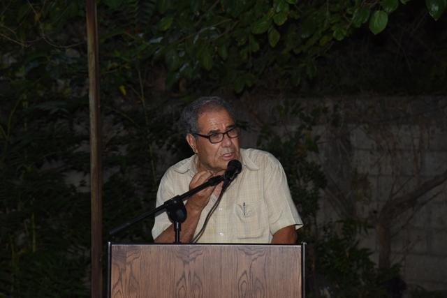 عمر شبلي يهدي ديوانه إلى سجّانه