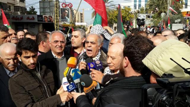 رئيس حزب طليعة لبنان المحامي حسن بيان من امام السفارة الاميركية : فلسطين لا يحررها الا الكفاح الشعبي المسلح